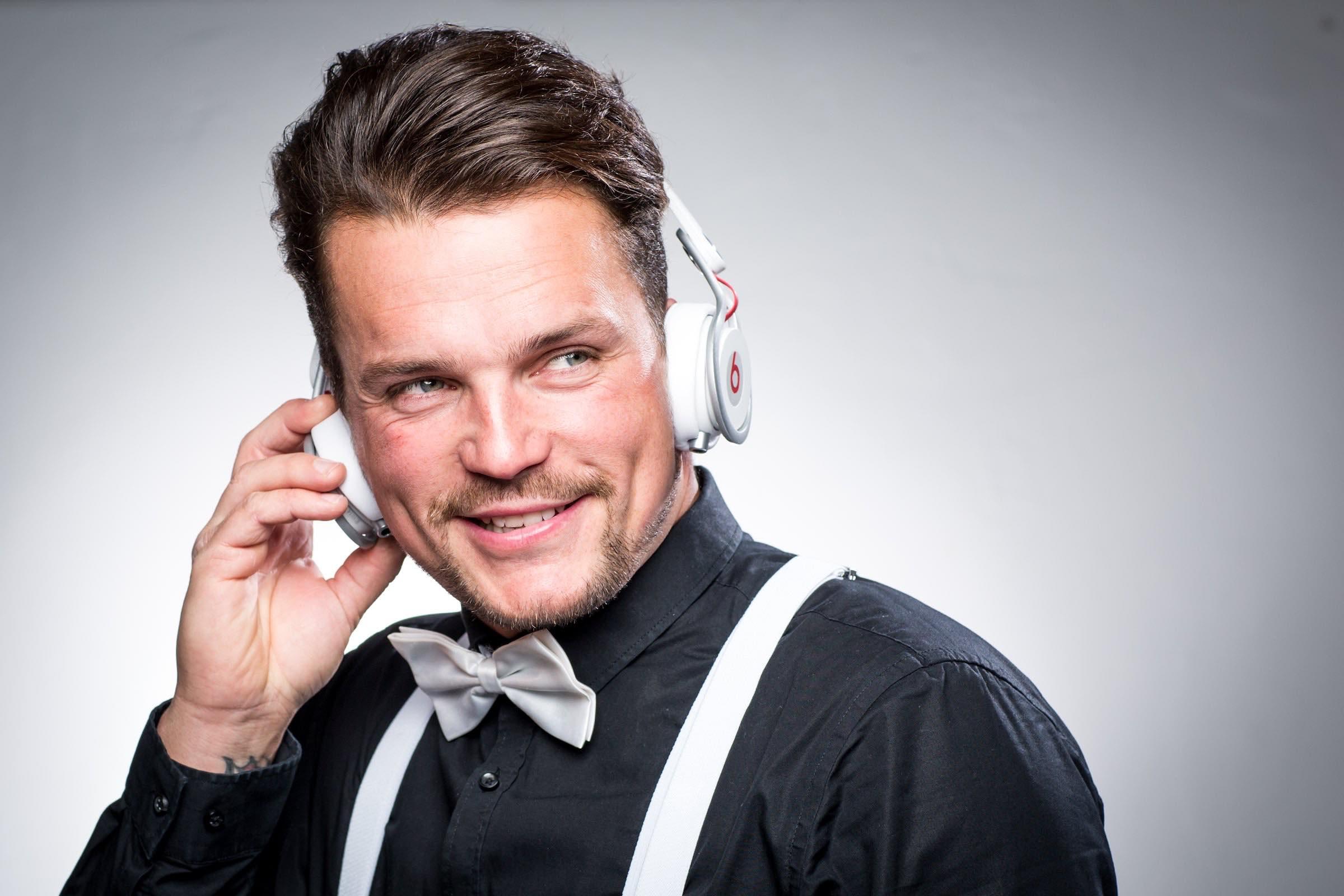 Hochzeits | DJ | Buchen | Hamburg | Marco | Kern | DJ | Hochzeit | Messe | DJ | Event | DJ | Geburtstag | DJ | Betriebsfeier | DJ | Buchen | Discjockey | Mieten | DJ | Agentur | Hamburgfeiert