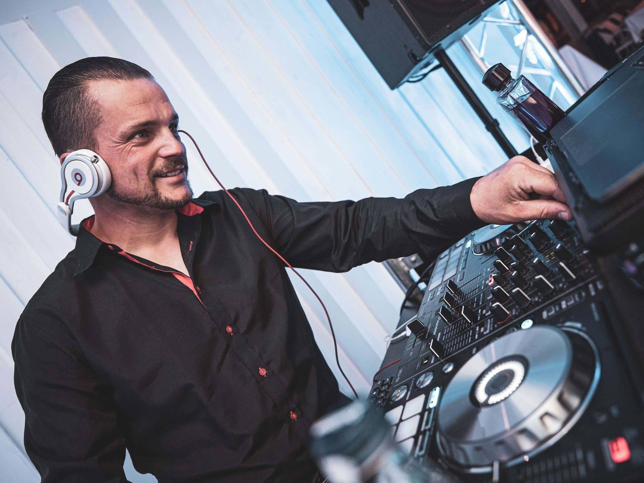 Hochzeits | DJ | Buchen | Hannover | Discjockey | Marco | Messe | DJ | Event | DJ | Geburtstag | DJ | Mieten | Anfragen | DJ | Agentur | Hamburgfeiert