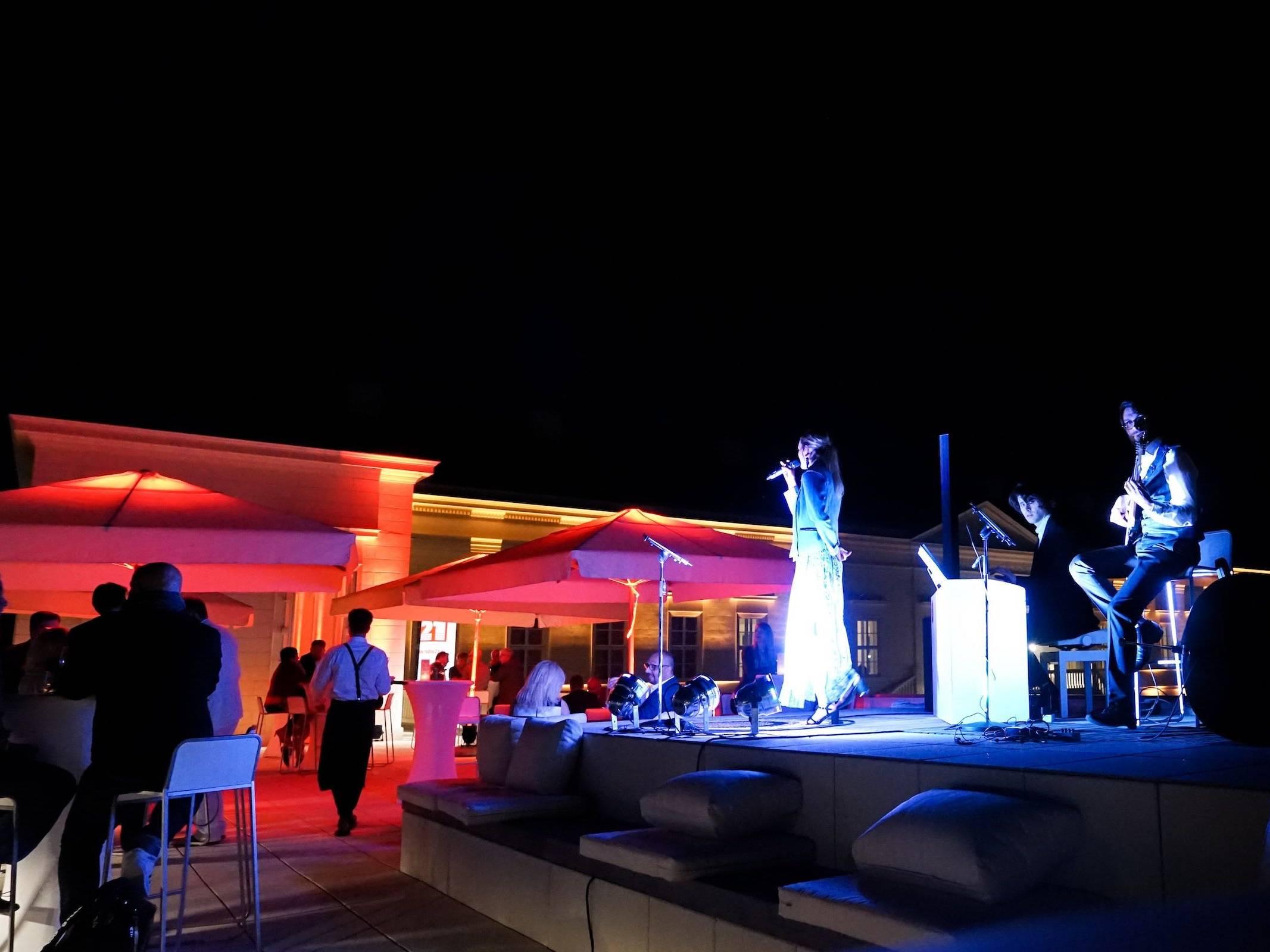 Jazzband   Hamburg   Livemusik   Musiker   Partyband   Liveband   Swingband   Band   Pianist   Pianist   Kontrabass   Silvester   Soul   Motown   Swing   Jazz   Messe   Firmenfeier   Dinner   Empfang   Gala   Charity   Hamburgfeiert