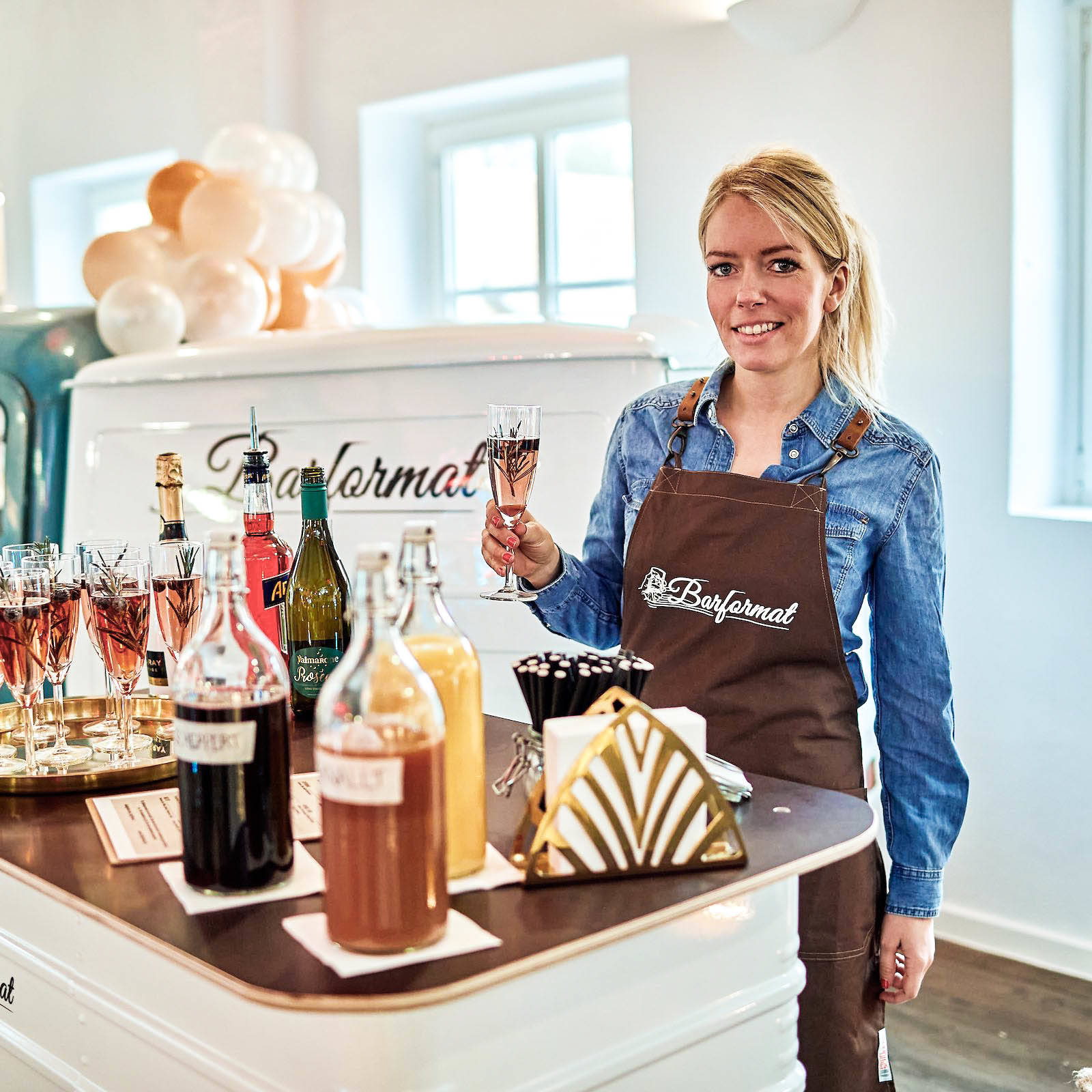 Mobile | Bar | Hannover | Ape | VW | Bulli | Cocktailservice | Getränke | Catering | Foodtruck | Sektempfang | Standesamt | Hochzeit | Barkeeper | Kellner | Hochzeit | Event | Mieten | Buchen | Hamburgfeiert