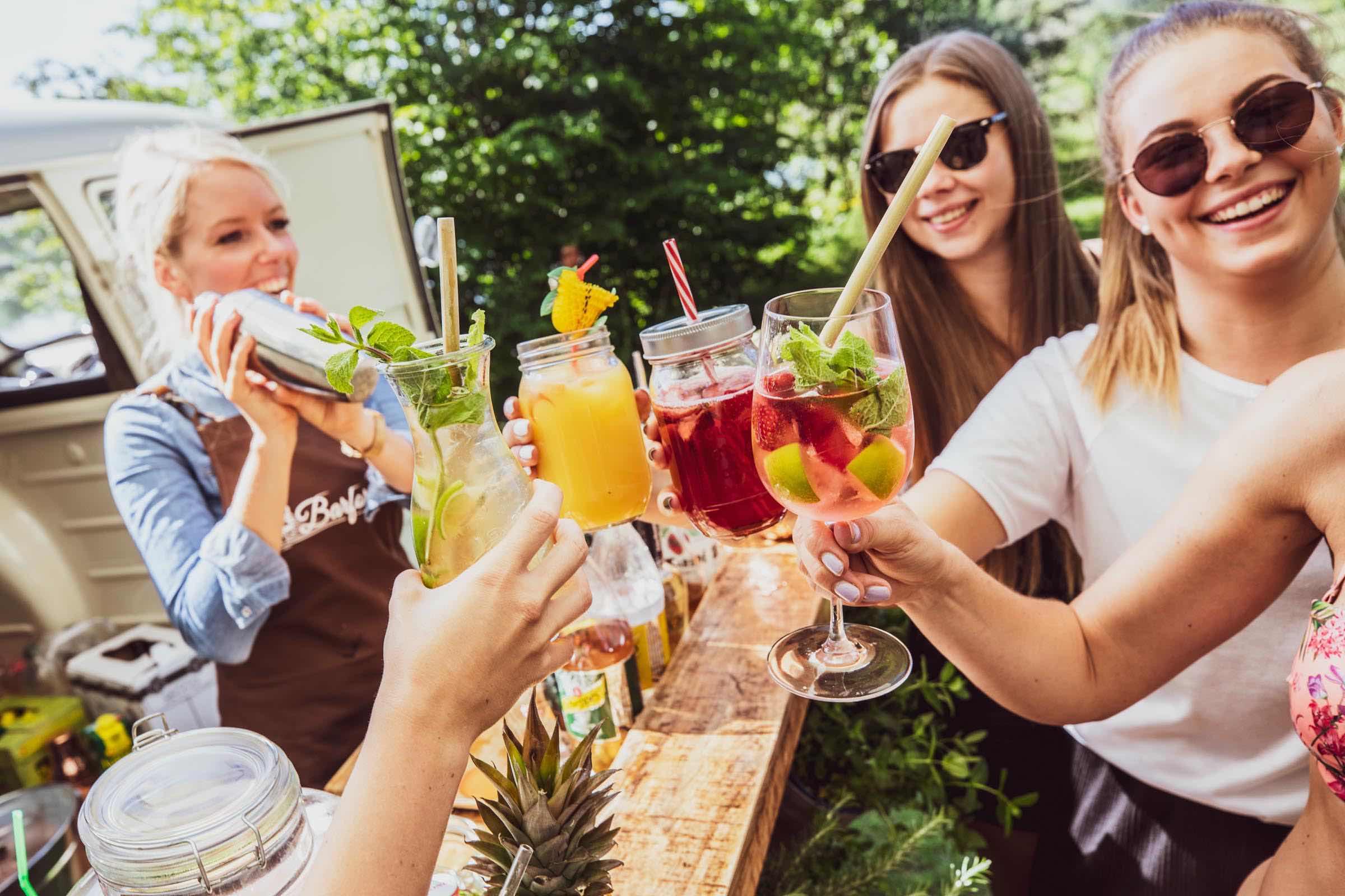 Mobile | Cocktailbar | Hamburg | Hochzeit | Sektempfang | Barkeeper | Mieten | Geburtstag | Ape | VW | Bar | Getränke | Catering | Foodtruck | Weinbar | Ginbar | Sektbar | Kaffeebar | Cocktails | Hamburgfeiert