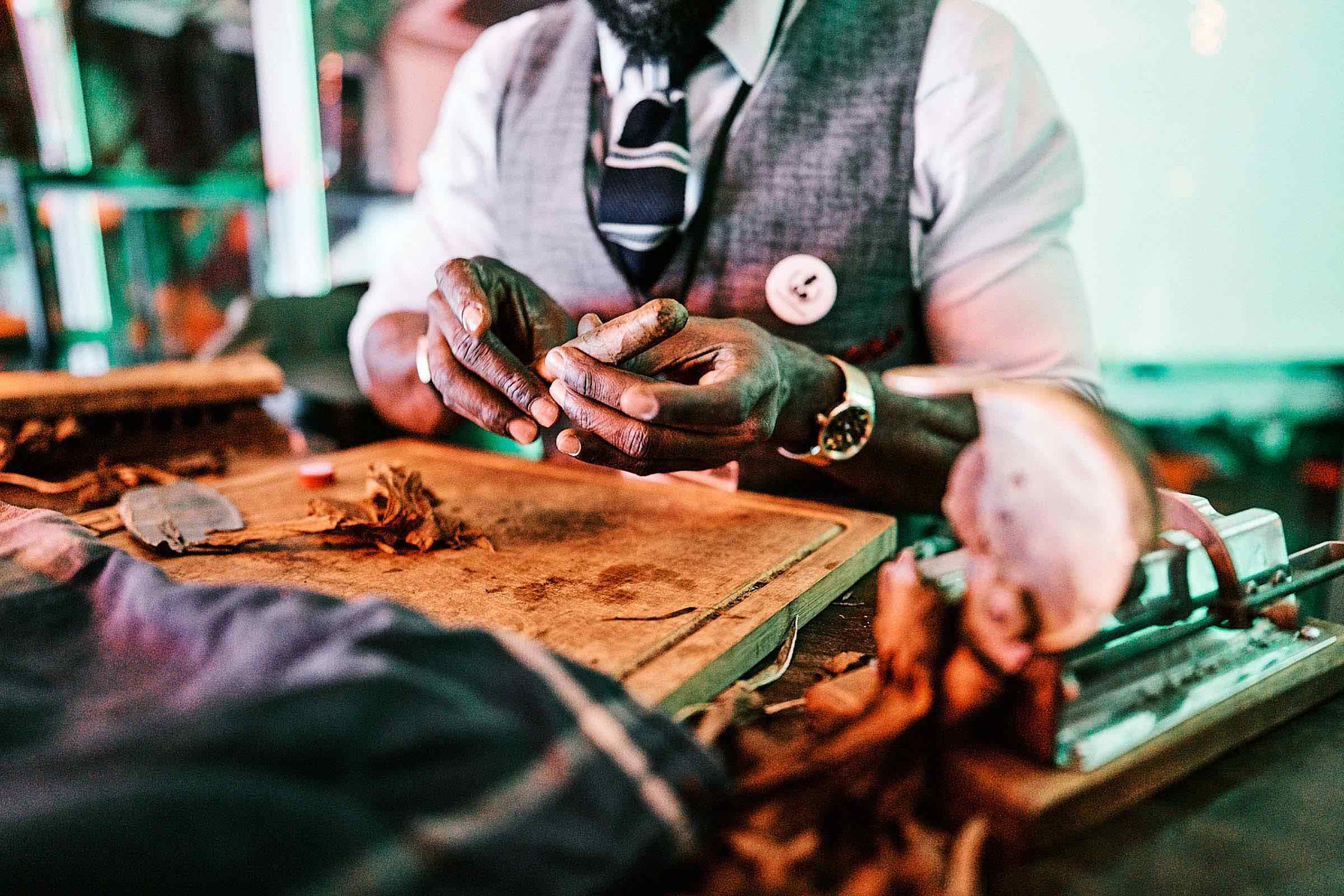 Zigarrendreher | Hamburg | Zigarren | Drehen | Zigarrenroller | Zigarrenrollerin | Zigarrendreherin | Mieten | Anfragen | Trocadero | Zigarren | Handgemacht | Robusto | Corona | Torpedo | Churchill | Longfiller | Tabak | Cuba
