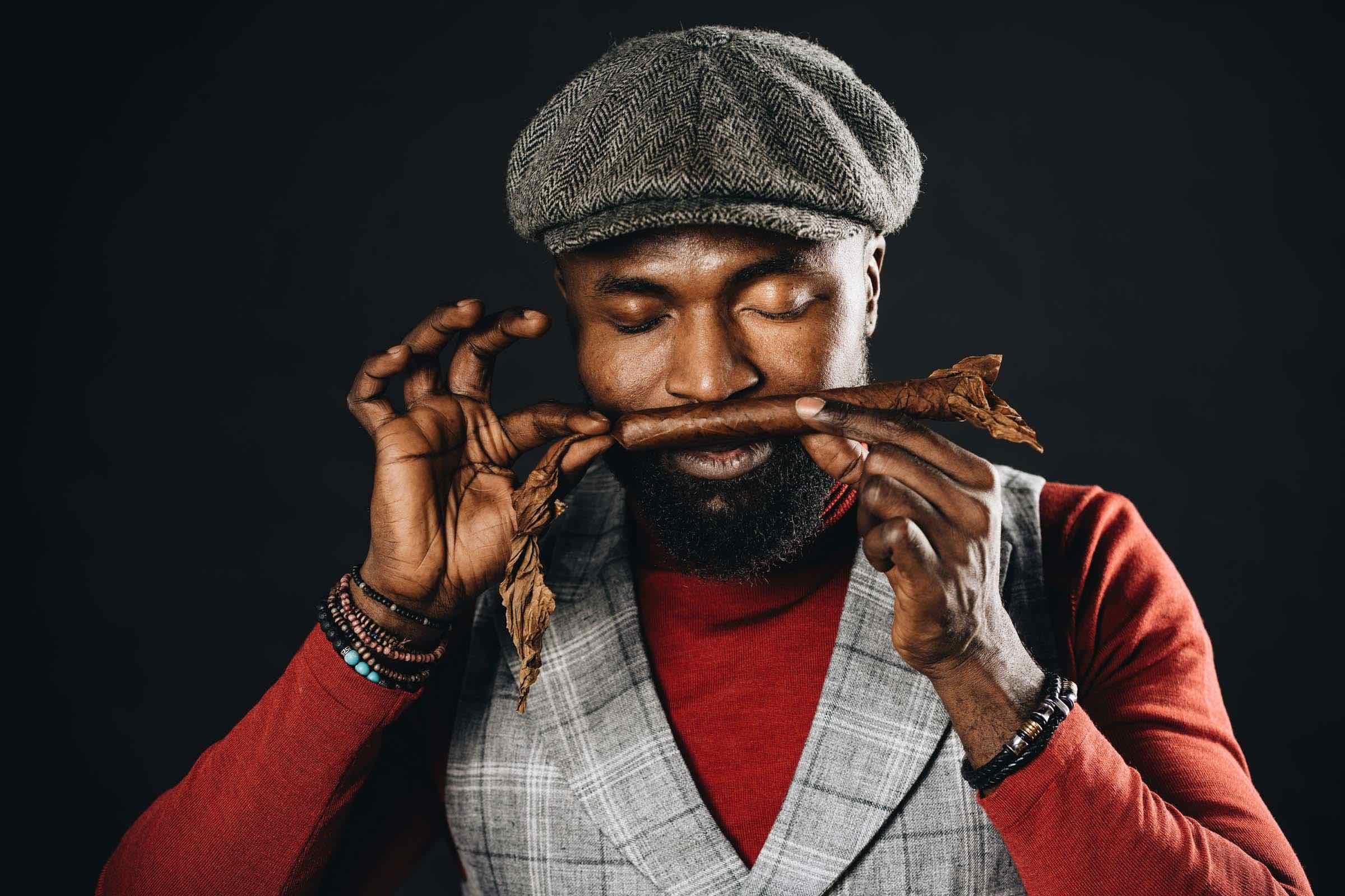 Zigarrendreher | Hamburg | Zigarrenroller | Zigarrenrollerin | Mieten | Anfragen | Trocadero | Handgemacht | Zigarren | Robusto | Corona | Torpedo | Churchill | Banderole | Bauchbinde | drehen | Tabak | Sumatra | Brasilien | Cuba